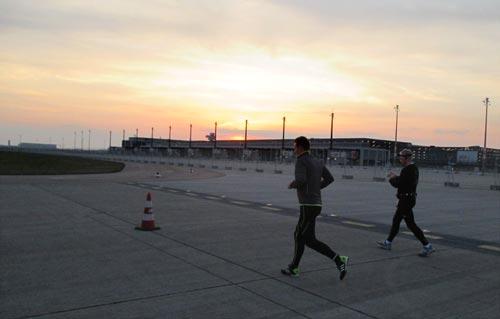 Läufer vor Sonnenuntergang