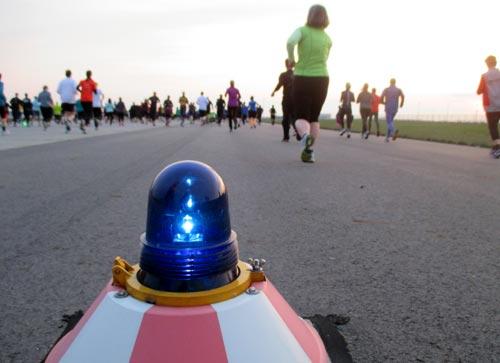 Startbahn-Warnleuchte unbd Läufer