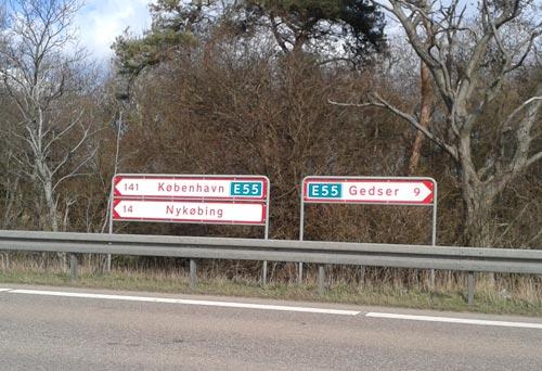 Schilder am Straßenrand: Gedser 9 km