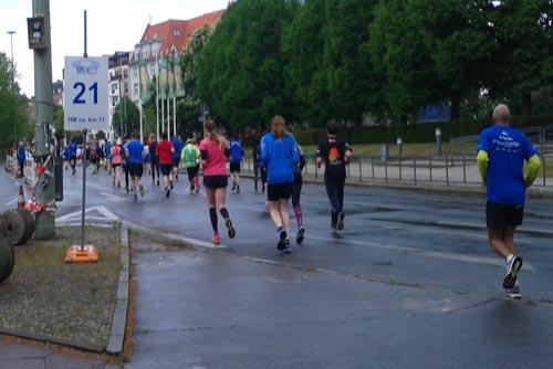 Die 25-km-Läufer kurz vor der Halbmarathon-Marke