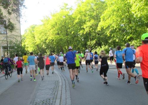 Das Läuferfeld auf den ersten Kilometern