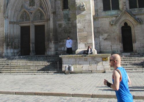 Ministrant und Läufer