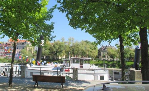 Ausflugsschiff auf der Donau