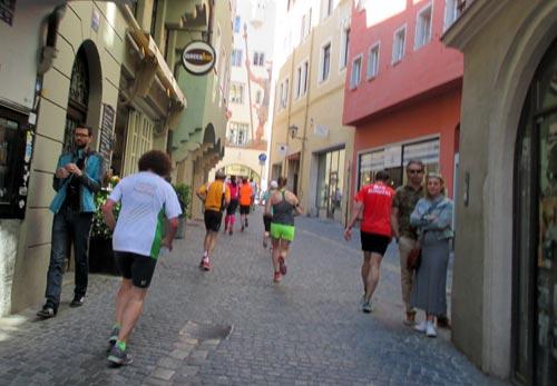 Ein kleines Stück bergauf in der Regensburger Altstadt
