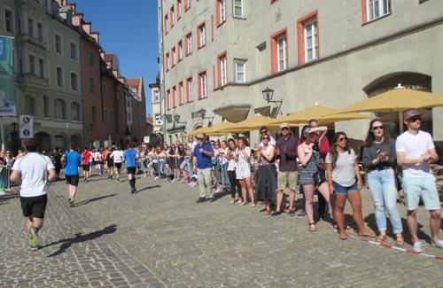 Marathon-Zuschauer in der altstadt