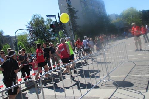Kurz vor dem Zieleinlauf der Halbmarathon-Läufer