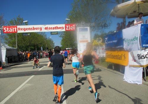 Zieleinlauf der Halbmarathon-Läufer