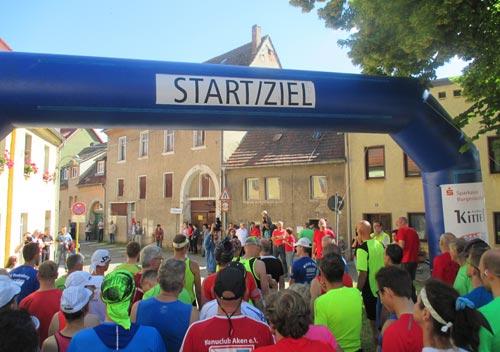 Start des Himmelswegelauf-Halbmarathons in Laucha