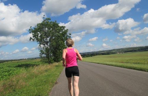 Läuferin etwa bei km 8