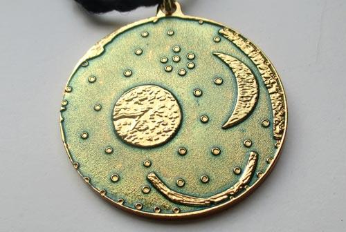 Medaille des Himmelswegelaufs – Die Himmelsscheibe von Nebra
