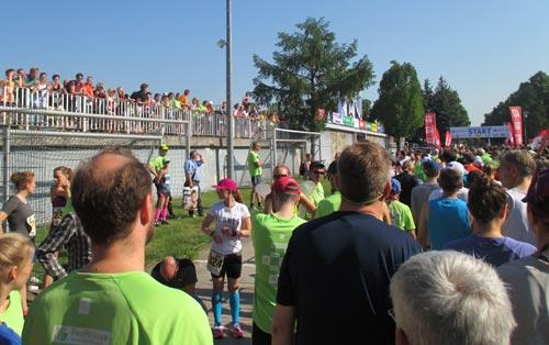 Läuferfeld vor dem Start des Potsdamer Schlösserlauf Halbmarathons