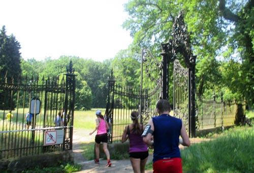 Läufer am Lindstedter Tor auf dem Weg zum Neuen Palais