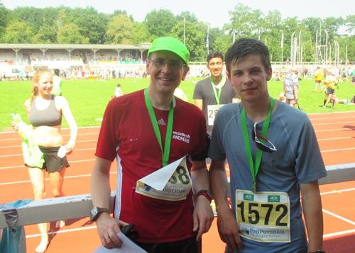 Zufriedene Läufer nach dem Potsdamer Schlösserlauf Halbmarathon 2016