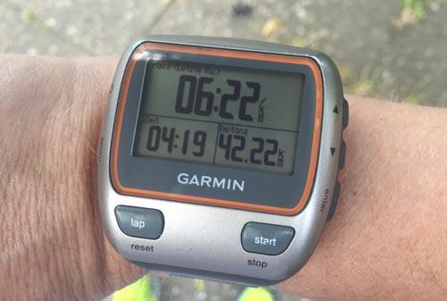Laufuhr mit Anzeige der 42,2 Laufkilometer