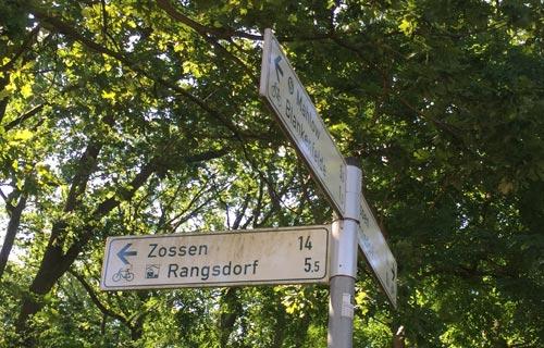 Schild Richtung Rangsdorf am Trebbiner Damm