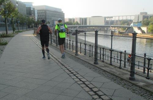 100-Meilen-Läufer am Kapelle-Ufer