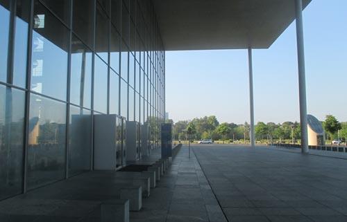 Glasfassade Paul-Löbe-Haus im Regierungsviertel