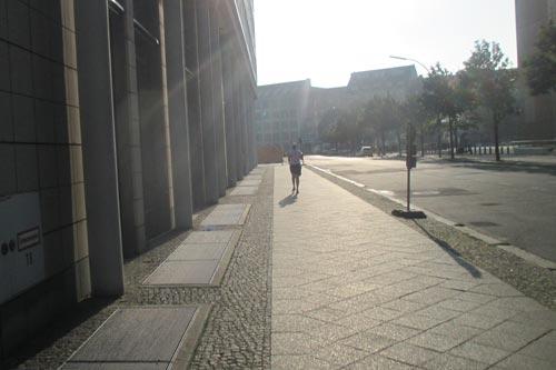 Läuferin im Gegenlicht