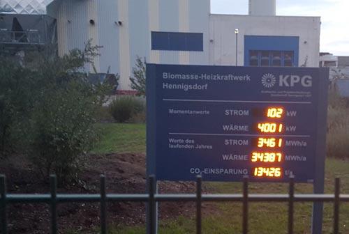 Leuchtdisplay am Biomasse-Heizkraftwerk Hennigsdorf