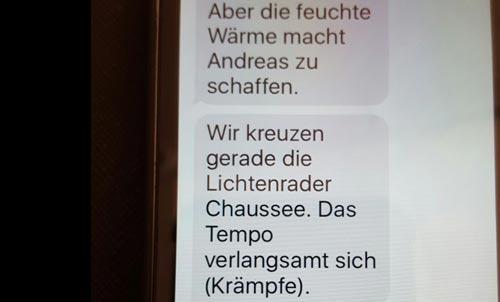 Display mit Nachrichten über den Zustand des 59-km-Läufers