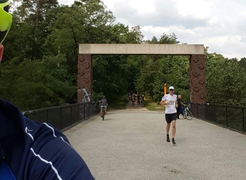 startblog-f-Staffelläufer Nr. 2 an der Königsbrücke (ehemaliger Grenzübergang Dreilinden)