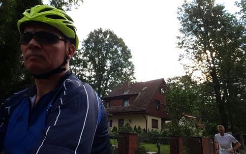 Radbegleiter mit Läufer
