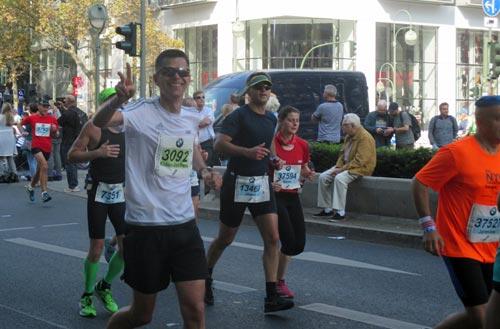 Läufer bei km 35 am Tauentzien