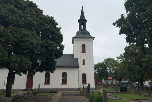 Hemsjö kirka – die Kirche in Hemsjö