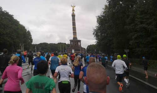 Läufer des Great 10k kurz vor der Siegessäule