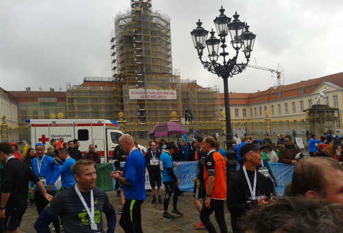 Läufer im Zielbereich des Great 10k am Schloss Charlottenburg