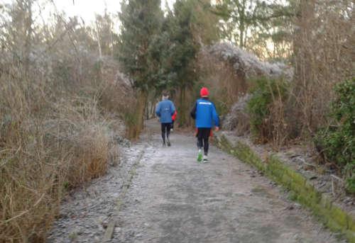 Läufer an der Rodelbahn