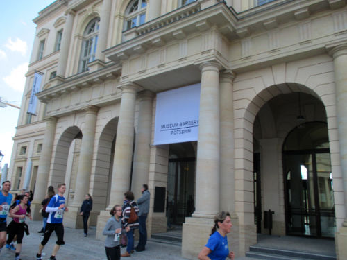 Läufer am Museum Barberini
