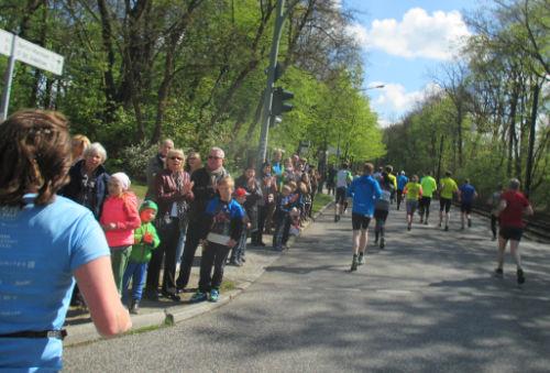 Zuschauer an der Rudolf-Breitscheid-Straße