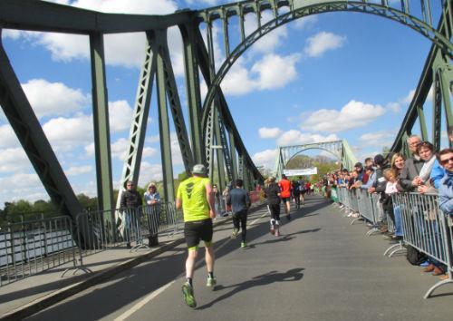 Zieleinlauf auf der Glienicker Brücke