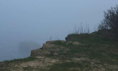 Läufer-Blick in den Nebel über der Ostsee