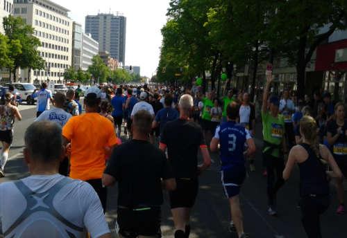Läufer auf den ersten Kilometern