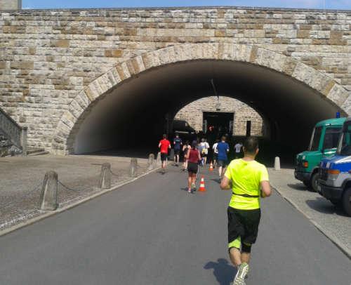 Big25-Läufer kurz vor der Tiefgarage