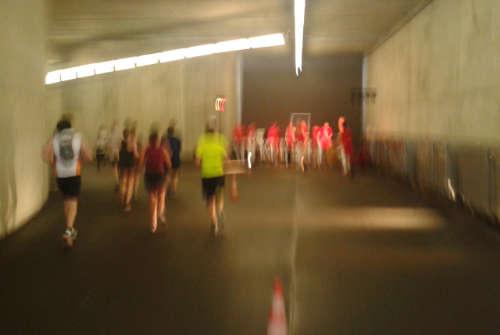 Trommelgruppe in der Tiefgarage des Olympiastadions