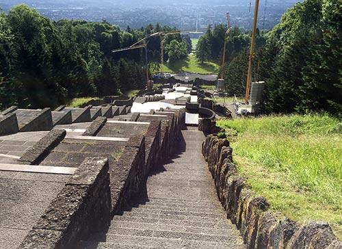 Treppen hinab vom Herkules