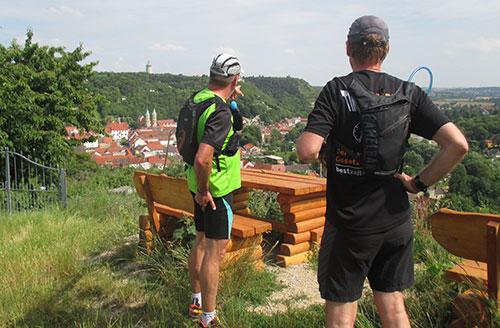 Blick von der Sitzgruppe Heimatblick in das Tal