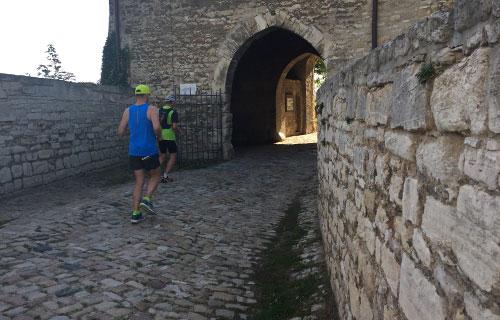 Läufer auf Schloss Neuenburg