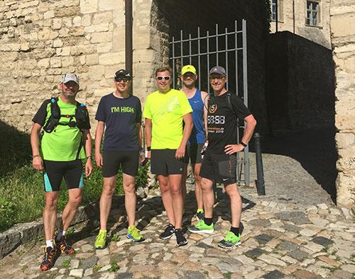 Läufer-Gruppenbild auf Schloss Neuenburg