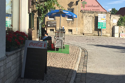 Würstchenverkäuferin in Freyburg