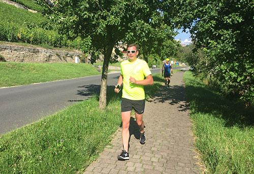 Läufer zwischen Unstrut und Weinberg