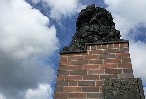Skulptur Janus am Weserwehr