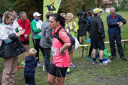 Läuferin und Zuschauer in Sacrow