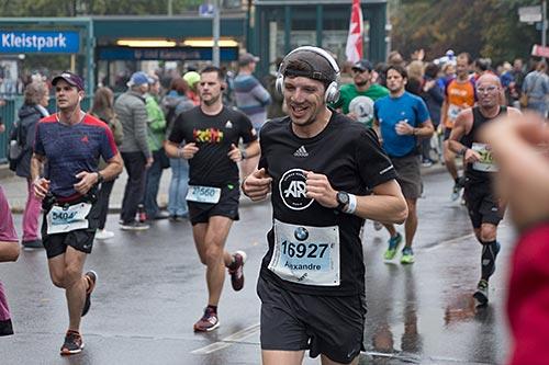 Lächelnder Marathon-Läufer