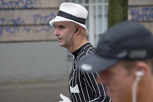 Läufer mit Hut