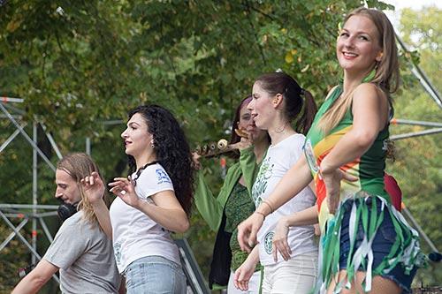 Samba-Tänzerinnen am Wilden Eber