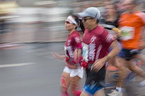 Läufer-Paar am Innsbrucker Platz